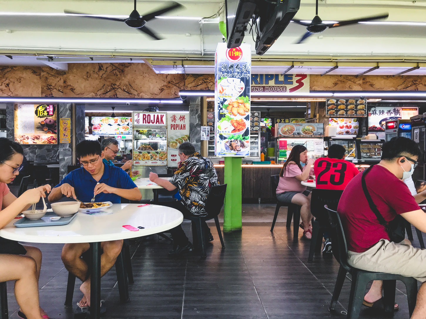 The hustle and bustle of Singaporean eateries.