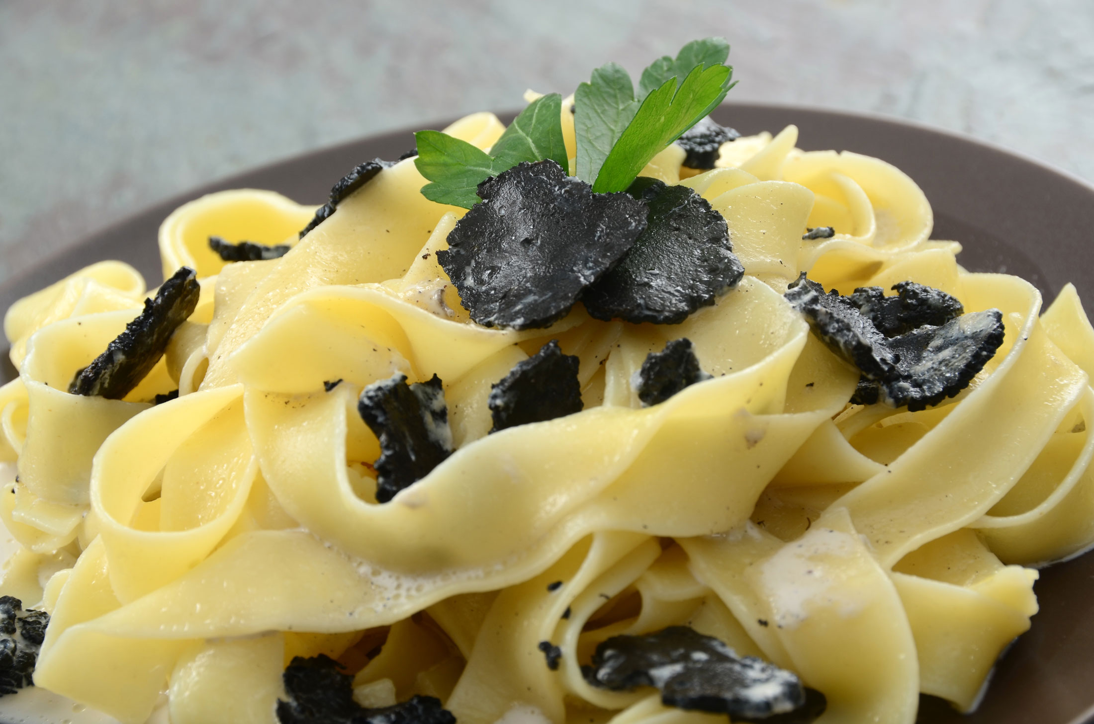 Fresh pasta topped with sliced black truffle mushrooms.