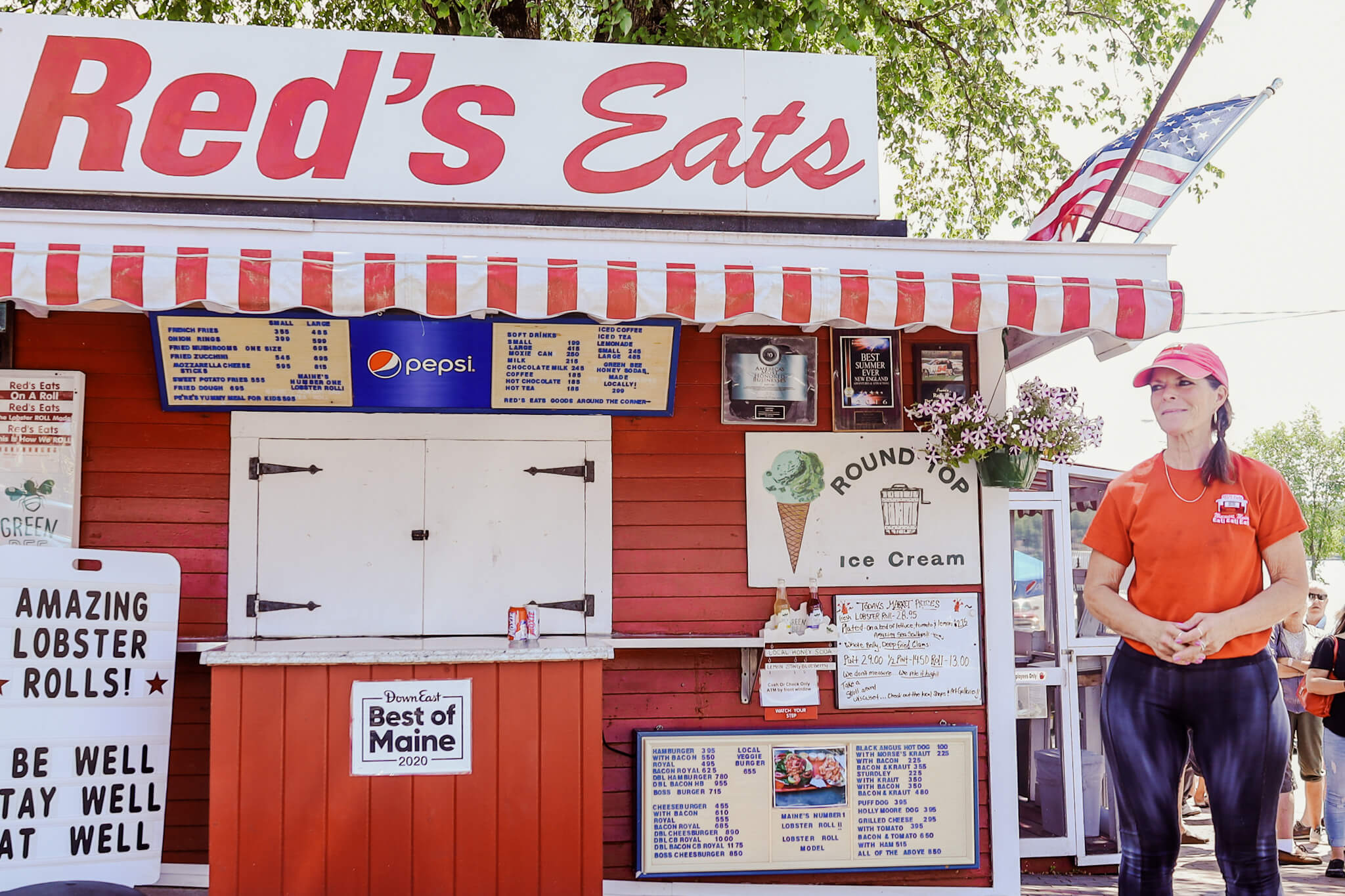 The exterior of Red's Eats.