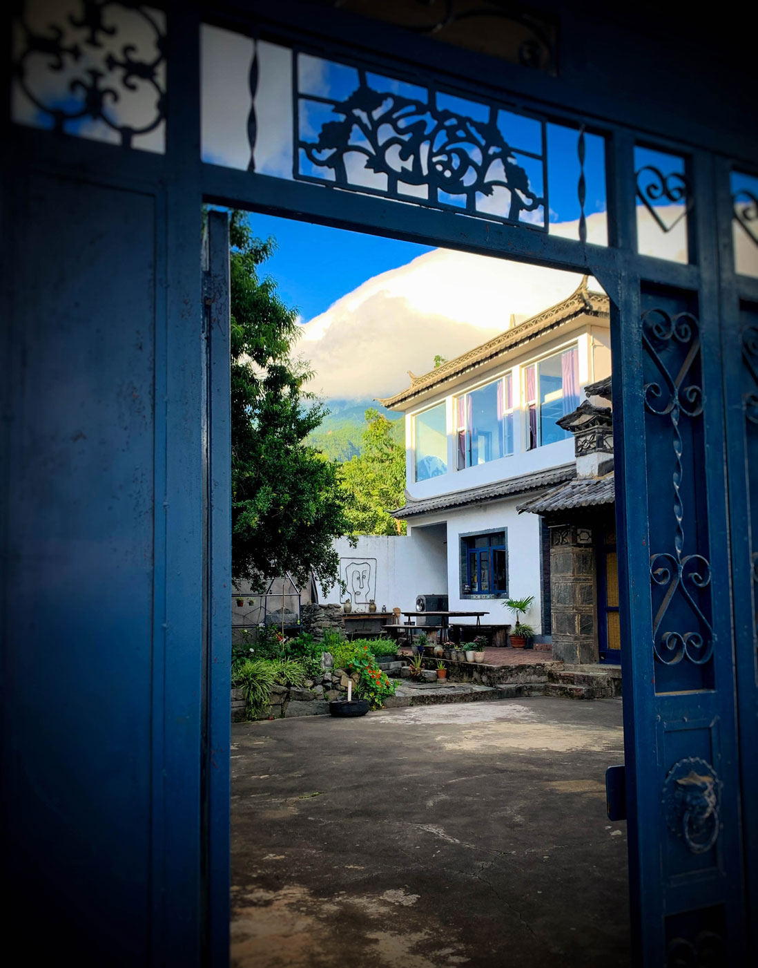The outside of Limay Loo's place.