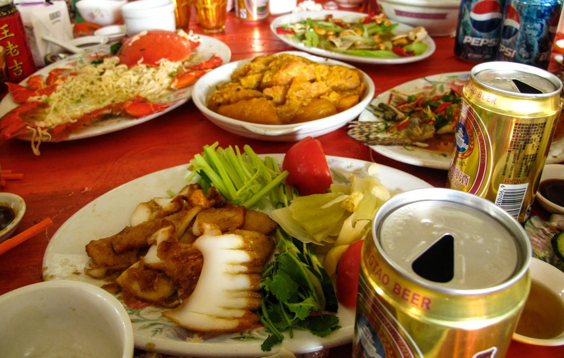 A table full of dishes of Teochew cuisine.